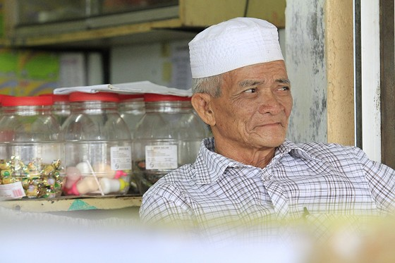 This old man sells the best nasi lemak in town